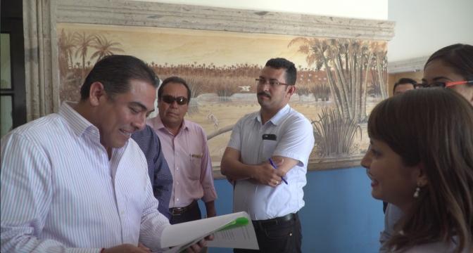 Apoya Arturo de la Rosa a estudiantes del tecnológico de Los Cabos para viaje académico